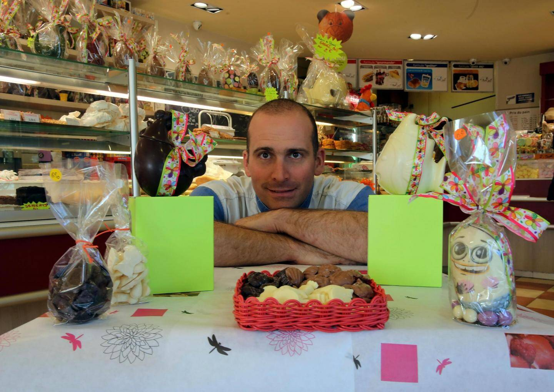 Le chef pâtissier, Antoine, présente quelques réalisations dont Mimi (à droite) qui devrait séduire les enfants.