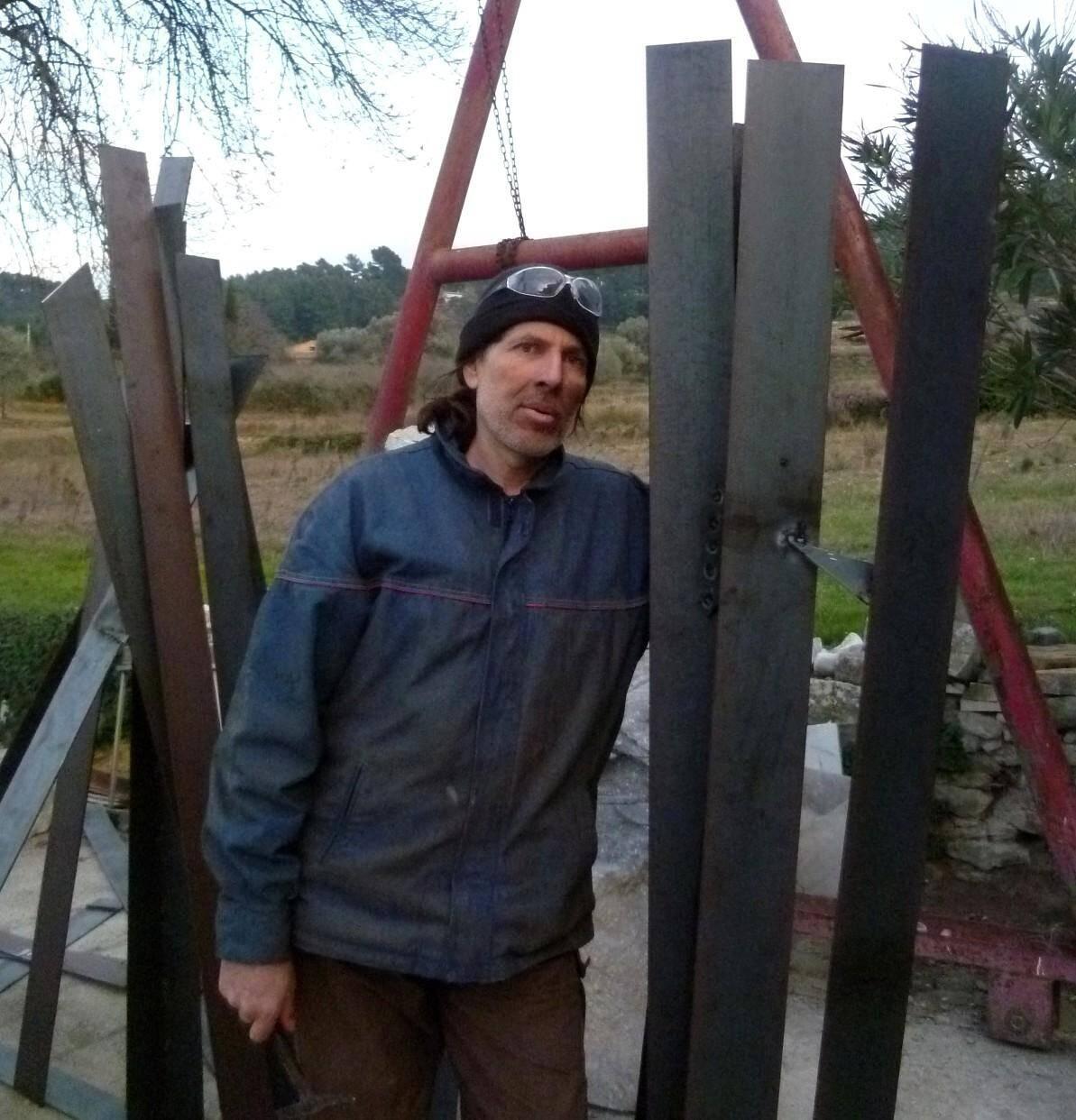 Manuel Paoli, sculpteur monumental et bâtisseur humanitaire.