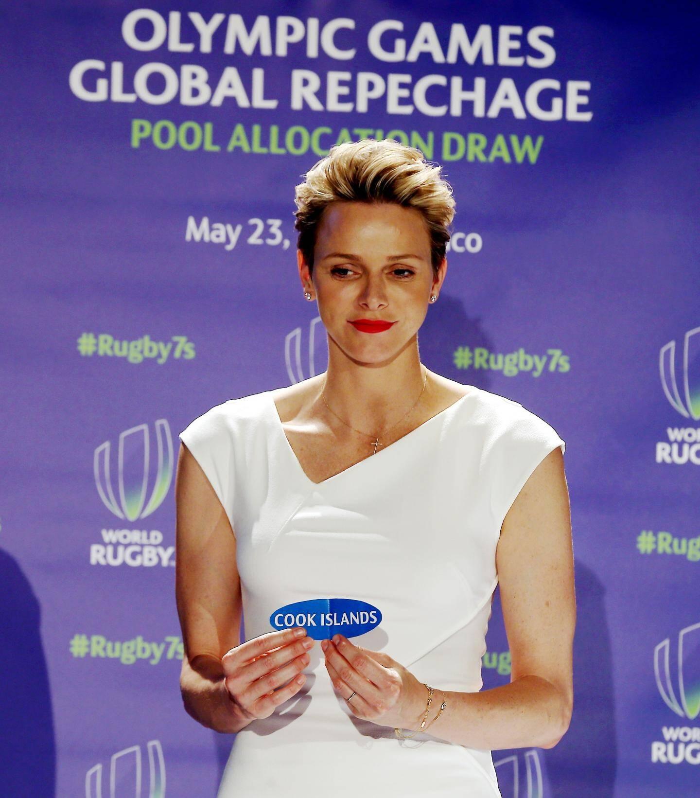 La princesse Charlène, hier après-midi, a tiré au sort les poules pour la compétition feminine, prévue à Dublin les 25 et 26 juin.
