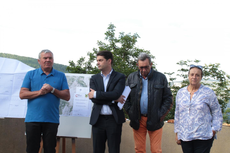 Visite de chantier pour le maire Henri Chiris, avec le président de la CAPG Jérôme Viaud, Claude Bompar maire de Séranon et Michelle Olivier, conseillère départementale.