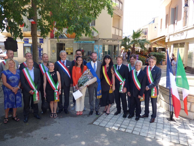 La moitié des 21 maires italiens autour de la consul et de Fabio Natta.