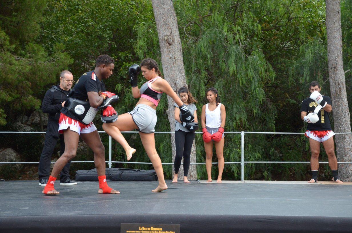 Démonstration de boxe thaïe et du kick boxing.