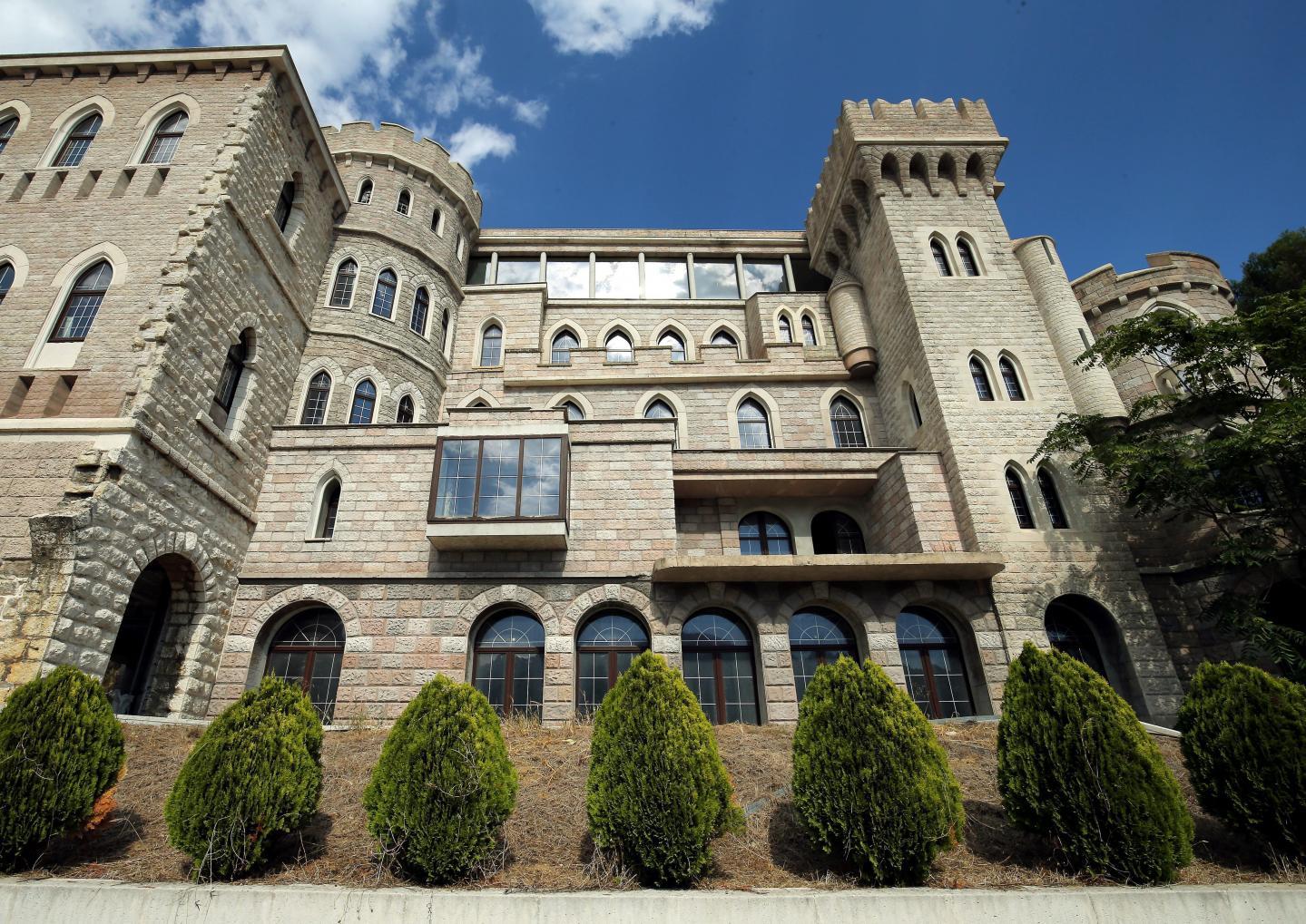 Le château avait déjà été présenté deux fois aux enchères, sans succès.