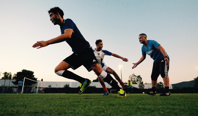"""Pour galvaniser et entraîner ses troupes, l'entraîneur démarre toujours la séance avec un concours de """"tape m'en cinq"""" !"""