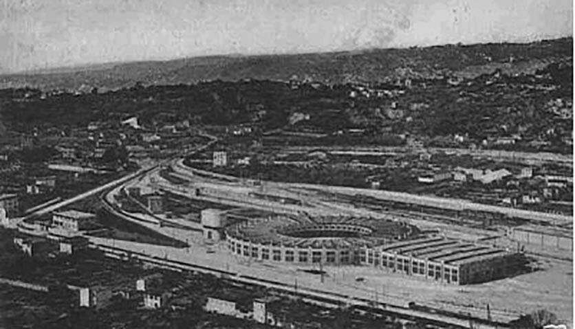 Le projet d'ouverture du grand axe urbain permit d'associer l'activité des populations et celle de la zone ferroviaire.