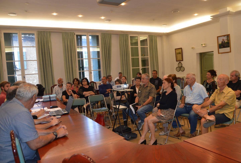 La réunion a permis aux habitants d'être informés et de faire remonter les petits problèmes de finitions inhérents à toute intervention d'envergure.