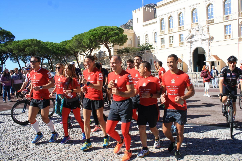 Habillés de t-shirts floqués « Running for Laura  Borla », les athlètes se sont élancés avec le sourire.