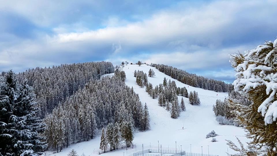 Valberg sous la neige ce lundi matin.