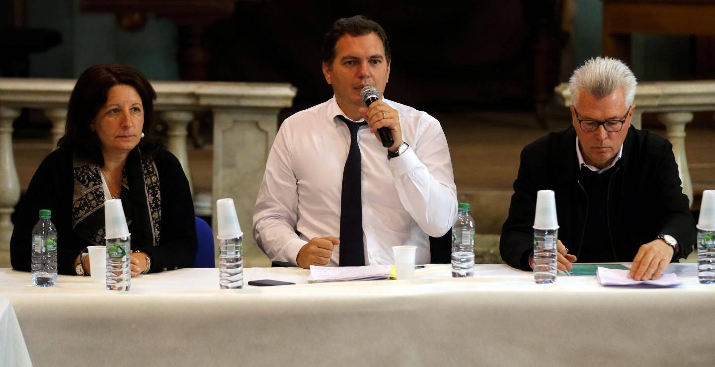 Le conseiller régional Philippe Tabarot entouré de Laurence  Boetti-Forestier, conseillère régionale et André Ipert, maire de Breil-sur-Roya.