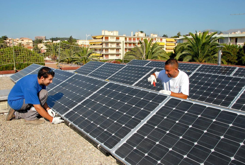 Dès 2009, l'école de la Pinède était équipée de 20 m2 de panneaux photovoltaïques.