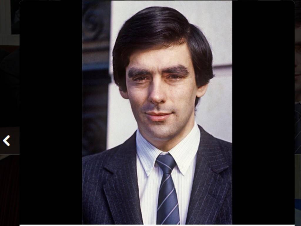 En 1981, François Fillon est élu plus jeune député de France (dans la Sarthe).