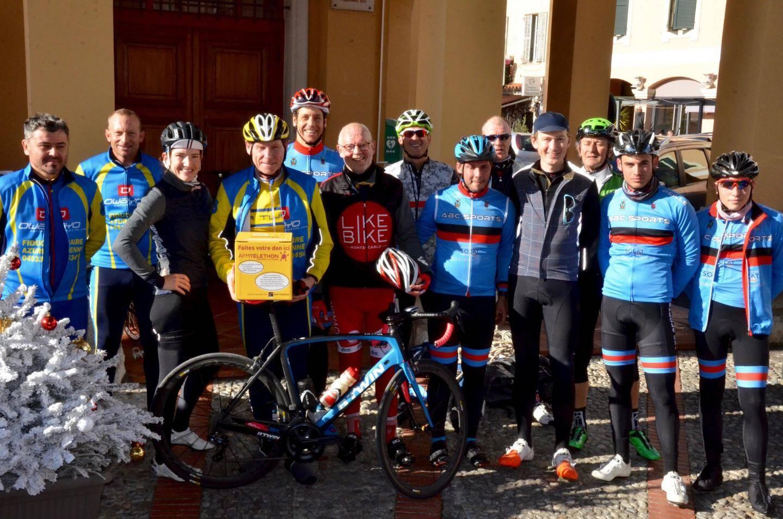 Ils ont roulé pour la bonne cause : les cyclistes au retour de leur parcours de 51 km, difficile car très accidenté - dont le maire de La Turbie, le Ministre d'Etat de Monaco, des cyclistes professionnels...