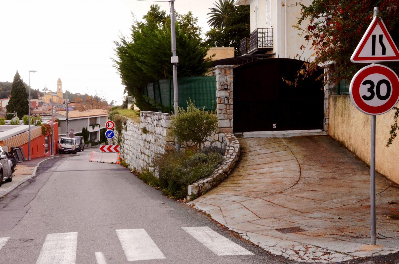 Ceux des automobilistes qui continuent de descendre la route du Mont-Agel à grande vitesse estiment dangereuse cette écluse...