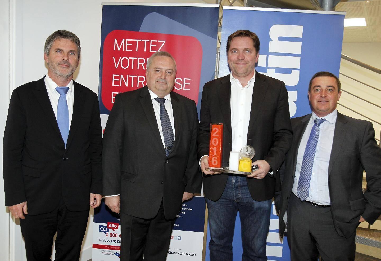 Eric Leandri, le co-fondateur de Qwant et co-président de la French Tech Côte d'Azur, félicité par Jean-Pierre Savarino (CCI), Olivier Astolfi (Veolia) et Yann Picaut (AFPA).