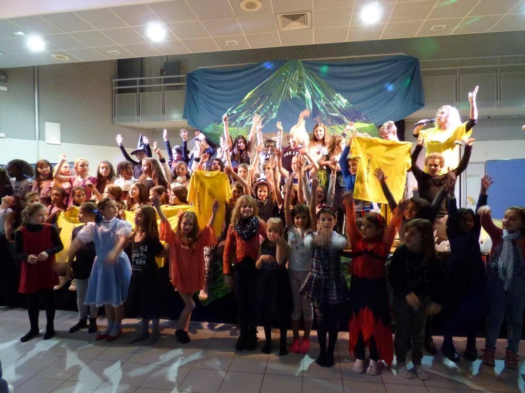 Hier soir, l'association Var-Est création et les enfants étaient sur le devant de la scène du complexe St-Exupéry.Une belle prestationqui a enchanté le public.