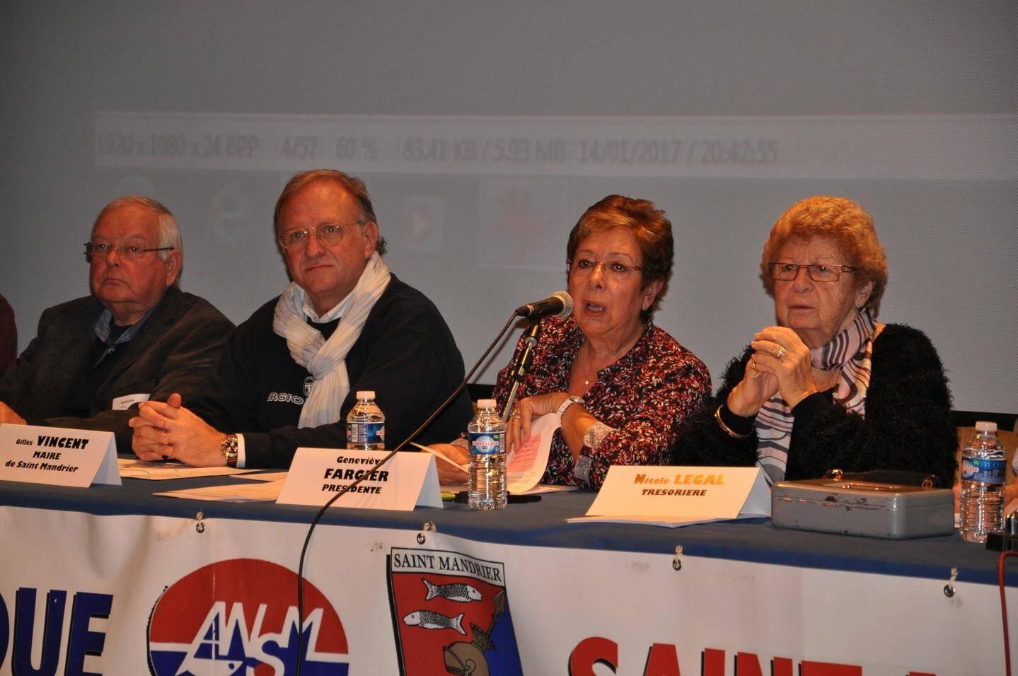 Rémy Bouvier, l'élu Michel Marin (représentant du maire Gilles Vincent), Geneviève Fargier, présidente sortante, et Nicole Legal, trésorière démissionnaire.