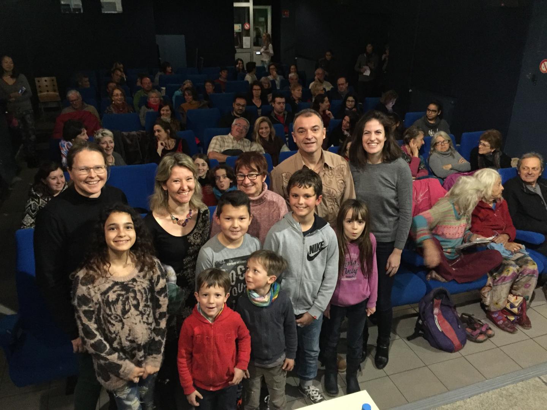 Enfants et enseignants à la projection au cinéma de Lorgues.