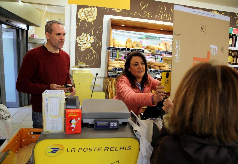 Au Spar de la Tour de Mare, l'activité postale tourne sept jours sur sept à plein régime.