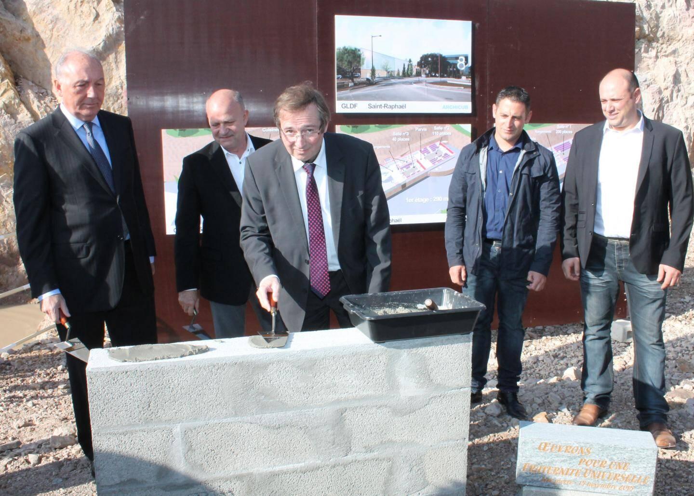 Lors de la pose de la première pierre, en novembre 2015, par Philippe Charuel (à gauche).