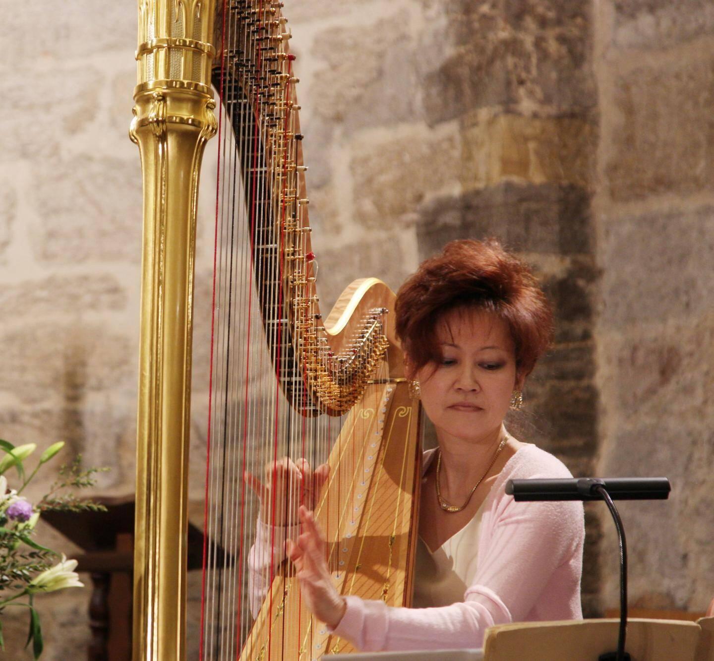 la dextérité de kyunghee kim-sutre a fait des merveilles sur ce magnifique instrument qu'est la harpe