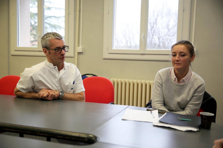Le Dr Bar et Aurore Cartiaux, directrice adjointe du centre hospitalier.