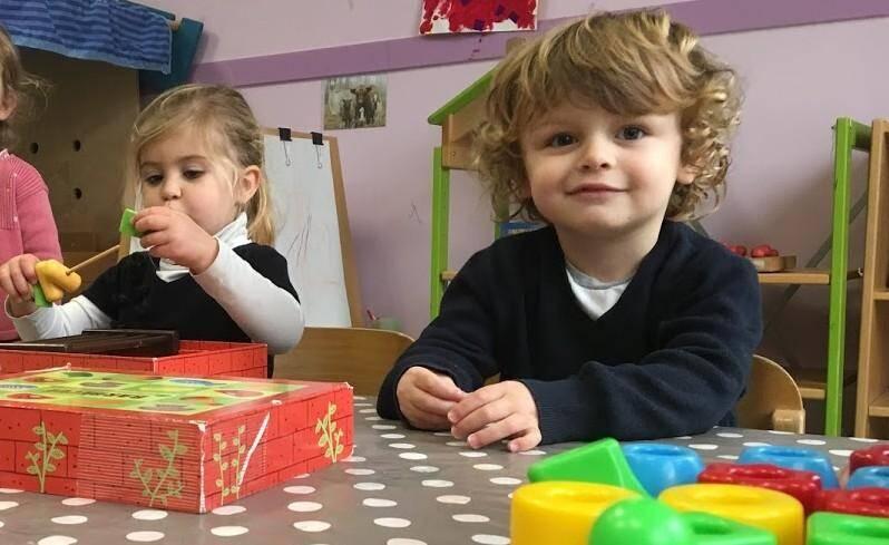 Le wi-fi est interdit dans les espaces d'accueil, de repos et d'activités des crèches et garderies accueillant des enfants de moins de 3 ans.