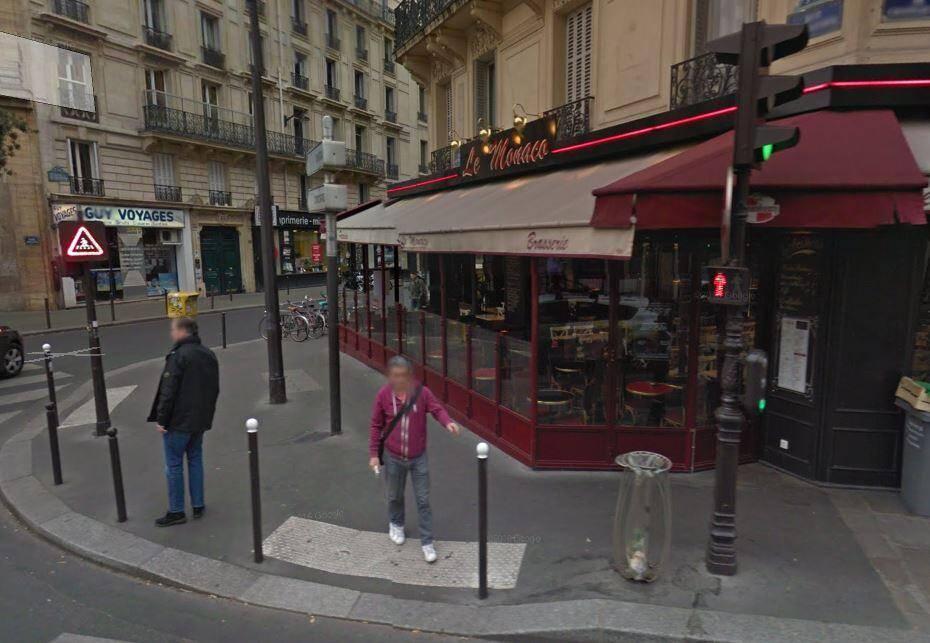 A Paris.