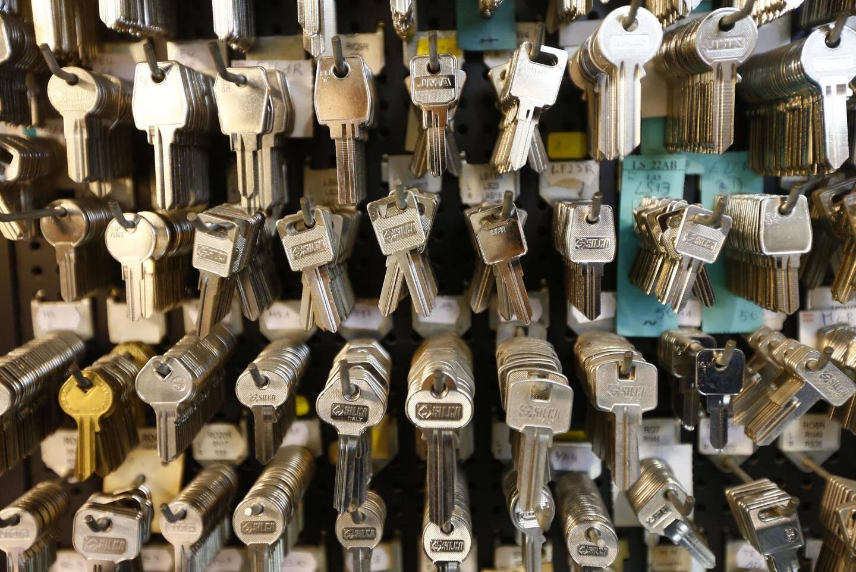 Clefs classiques mais aussi clefs électroniques....