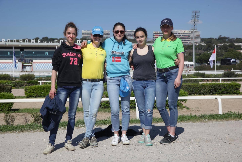 Chloé, Priscilla, Emma, Camilla et Léa-Mathilde.