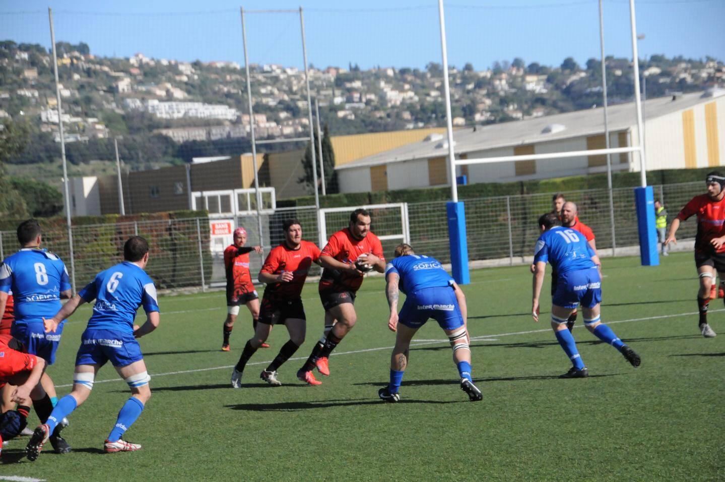 Saint-Laurent, en bleu, s'est imposé lors du dernier match à domicile.