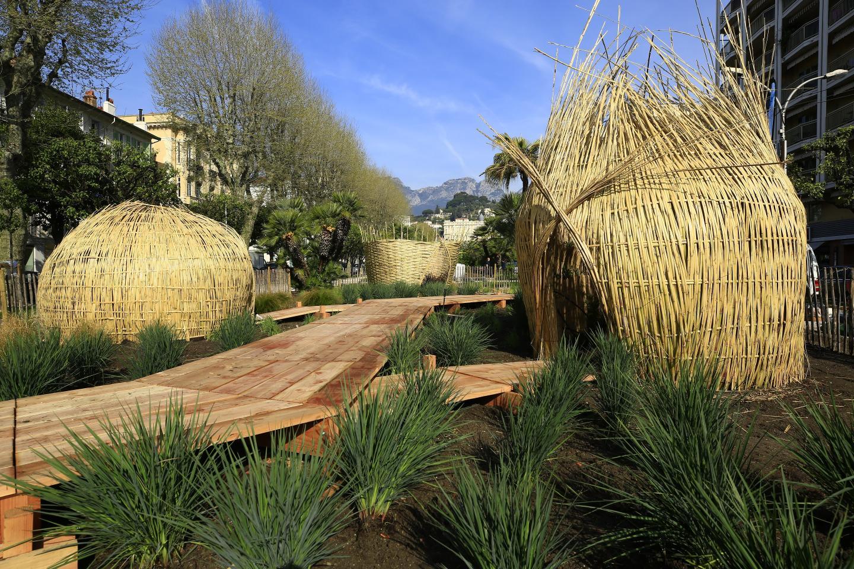 Généreux et élégant, écho parfait au faste et aux fêtes cannoises, le jardin « Banquet » réalisé à la  villa Rothschild de Cannes a remporté le prix du jury de la presse.