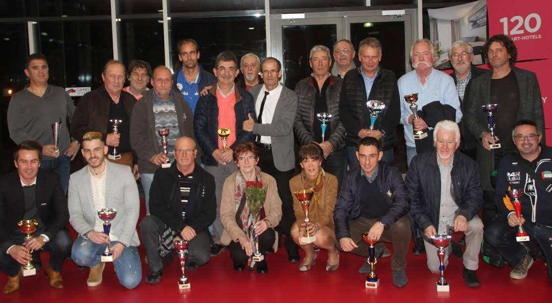 Photo de famille des lauréats.