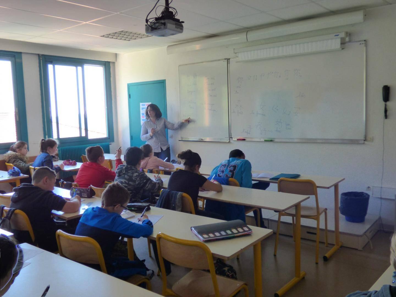 Prononciation, écriture et un brin de civilisation ont permis aux élèves de sixième de Carnot de se faire une idée de l'apprentissage du chinois.