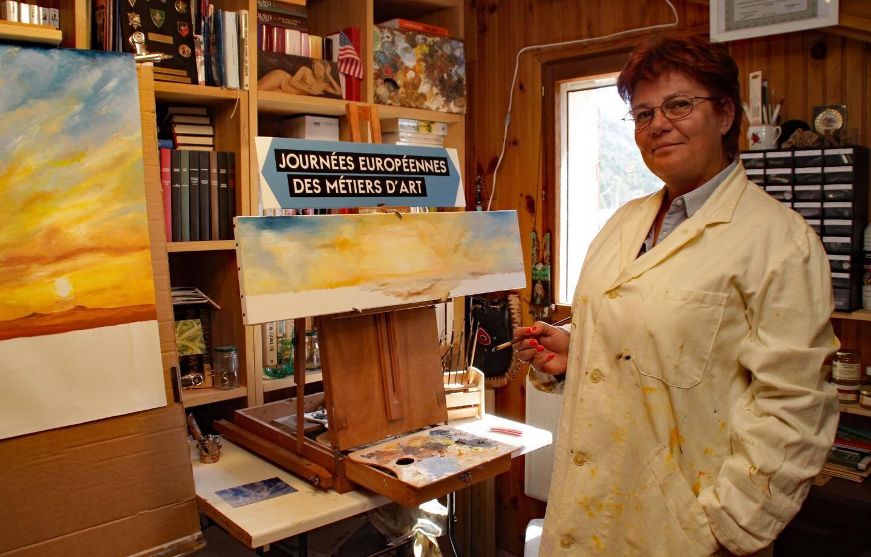 Karine Van de Velde dans son atelier : « Je peins le désert à plus de mille kilomètres de là et parfois sous la neige. »