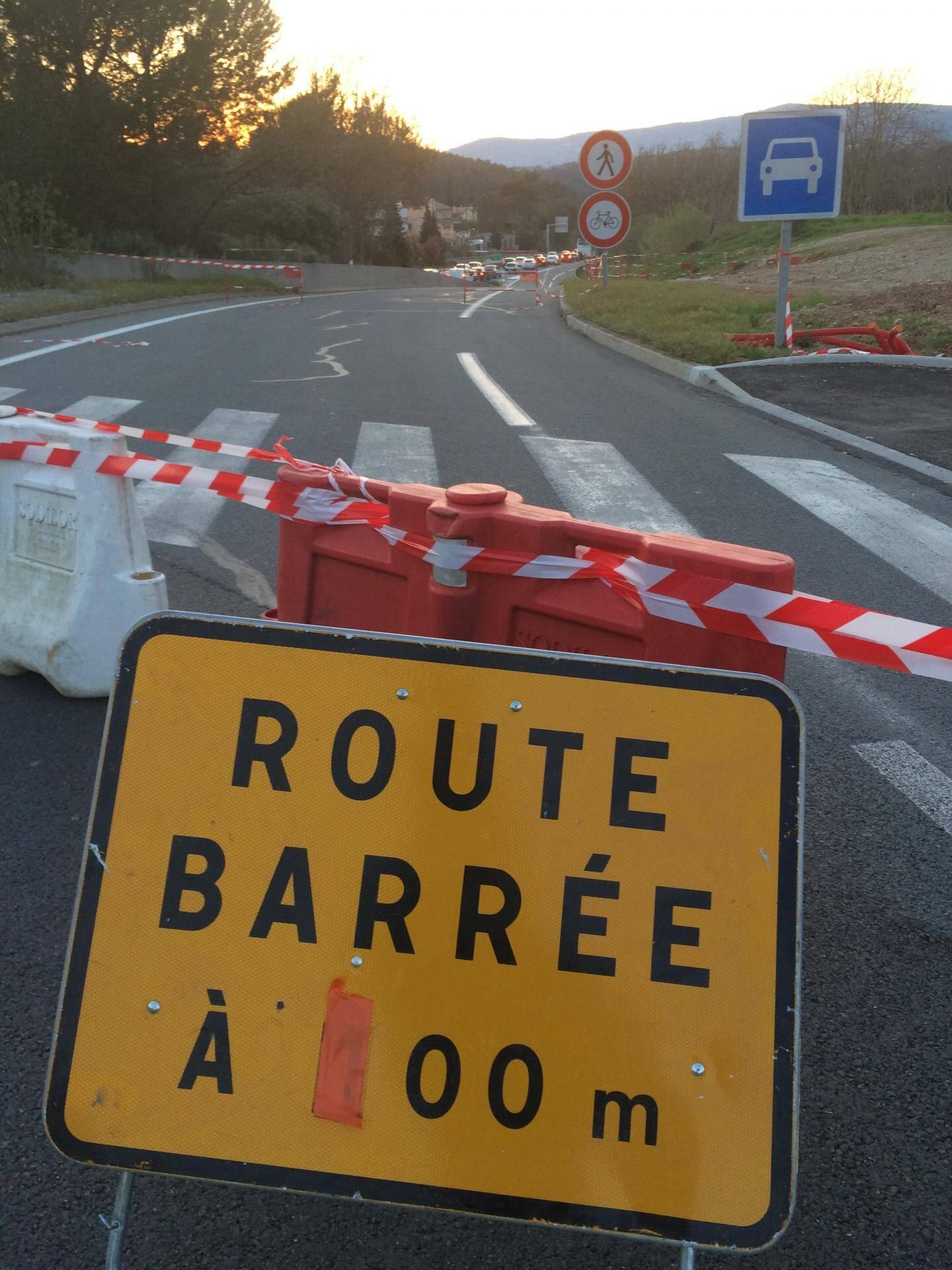 L'accident, survenu cet après-midi provoque toujours d'importants embouteillages.