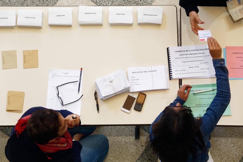 Un table de vote à la Seyne-sur-Mer.