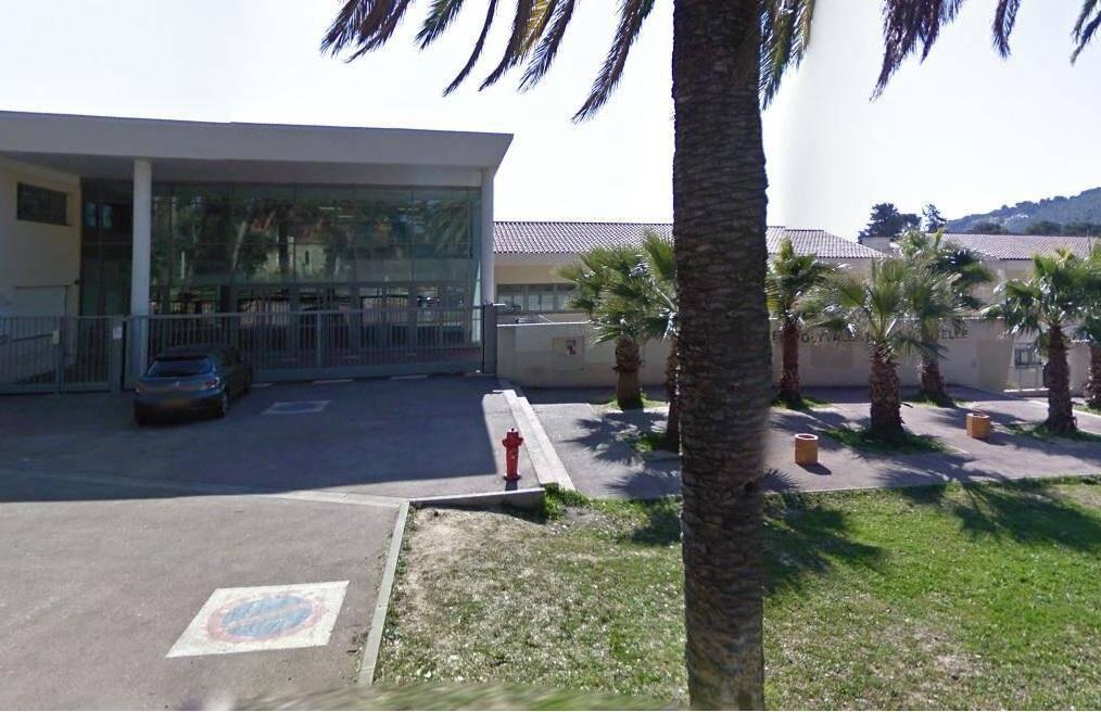 Le lycée Costebelle, à Hyères