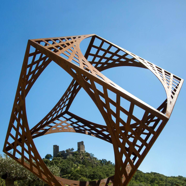 La force et la symétrie des cubes d'Eric Ferber.