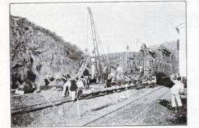 Finalement un pont provisoire métallique a été construit, le temps d'achever les travaux sur le pont d'Agay.    (@L'illustration)