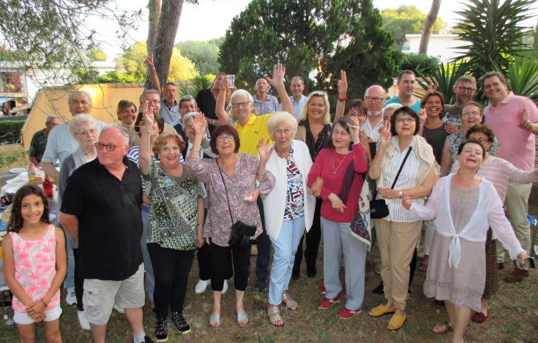 À la résidence Les Gynériums de Rocheville, les voisins ont accueilli le député-maire, Michèle Tabarot.