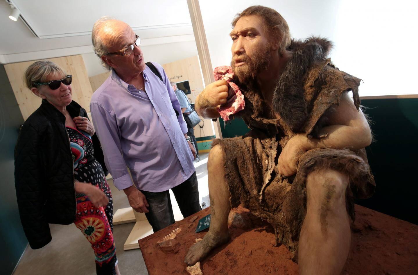 Dans les bâtiments rénovés, on croisera un homo neanderthalensis, l'homme de Ferrassie, descendant des chasseurs du Lazaret, reconstitué par Elisabeth Daynes.
