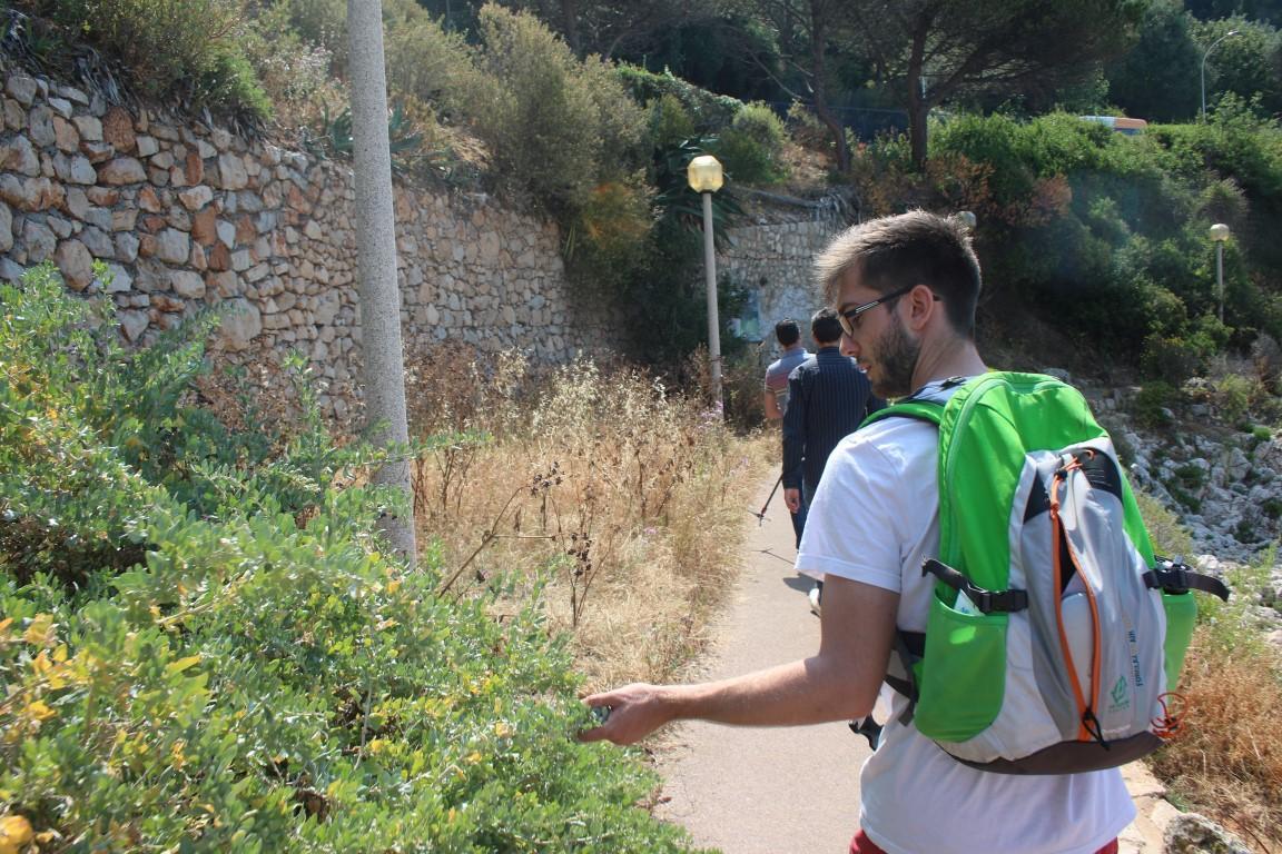 Antoine Le Bars, animateur environnement, en randonnée.