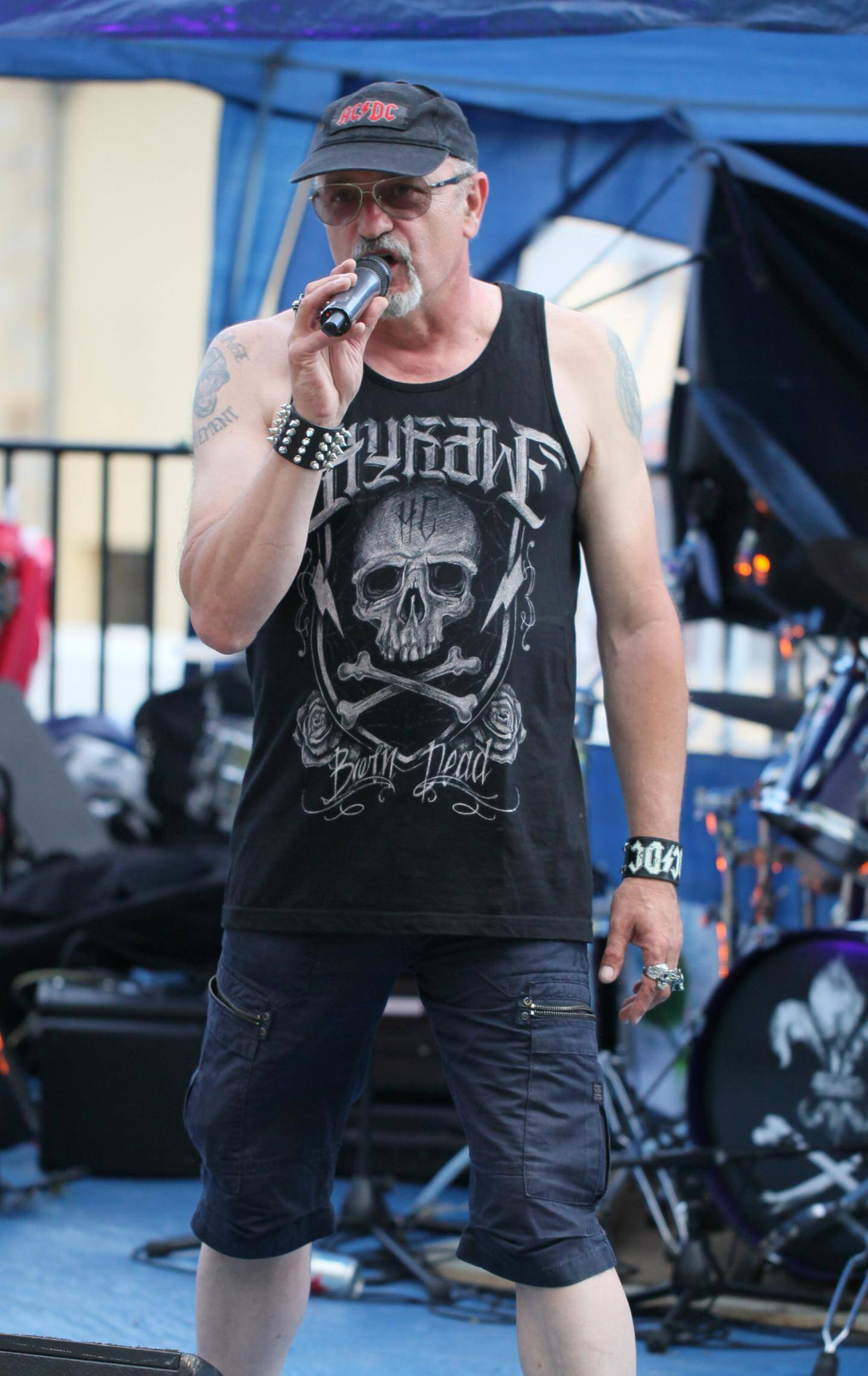 Philippe Leclerq fidèle à ACDC a ouvert le festival avec son groupe fétiche.