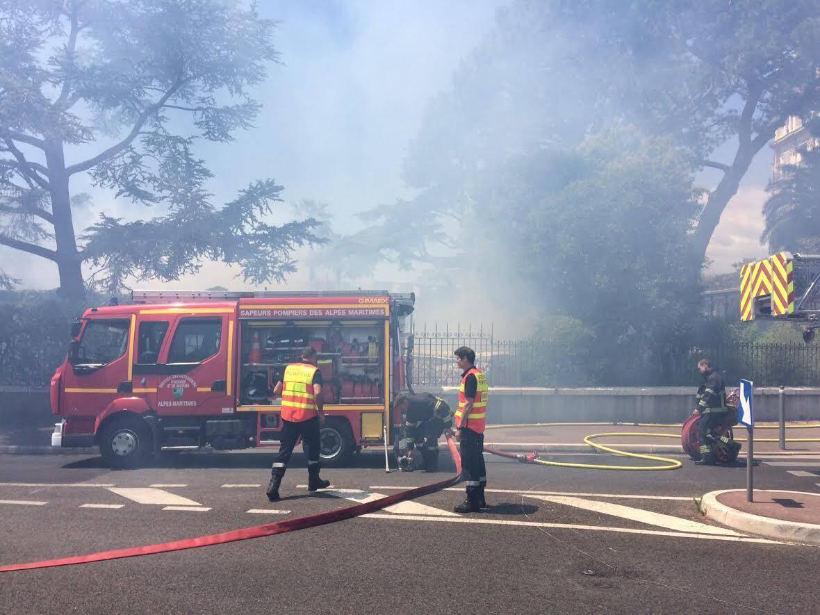 La circulation sur l'avenue des Arènes de Cimiez a été momentanément interrompue.