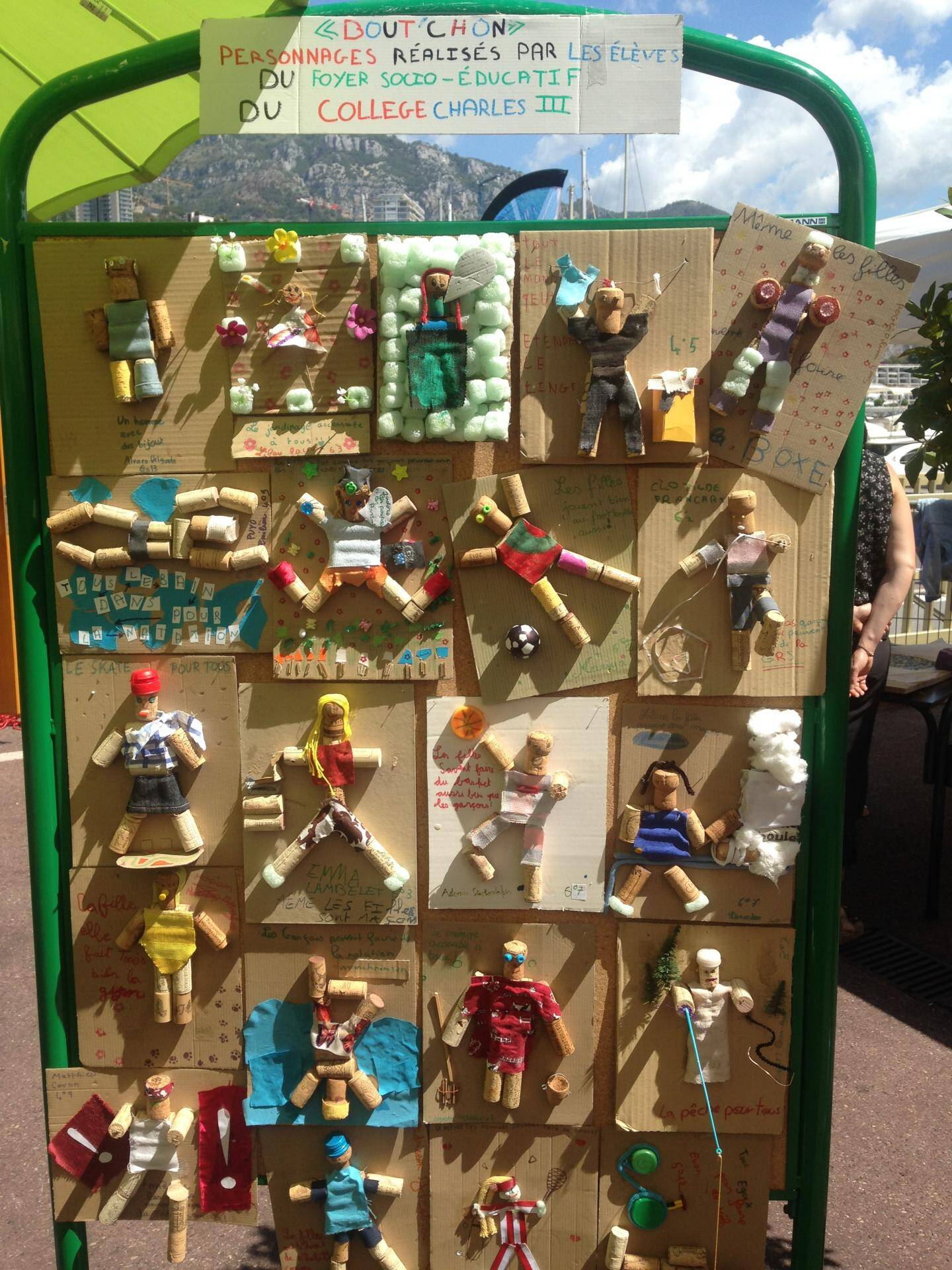 L'égalité entre les sexes fait partie des objectifs de Monacology. Les enfants ont réalisé des figurines pour déconstruire les clichés.