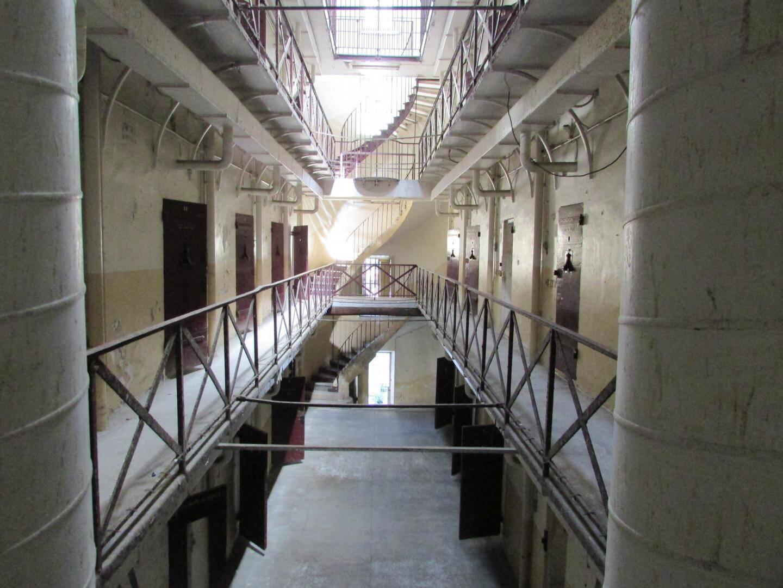 Autour de la nef centrale, les cellules sont restées intactes.