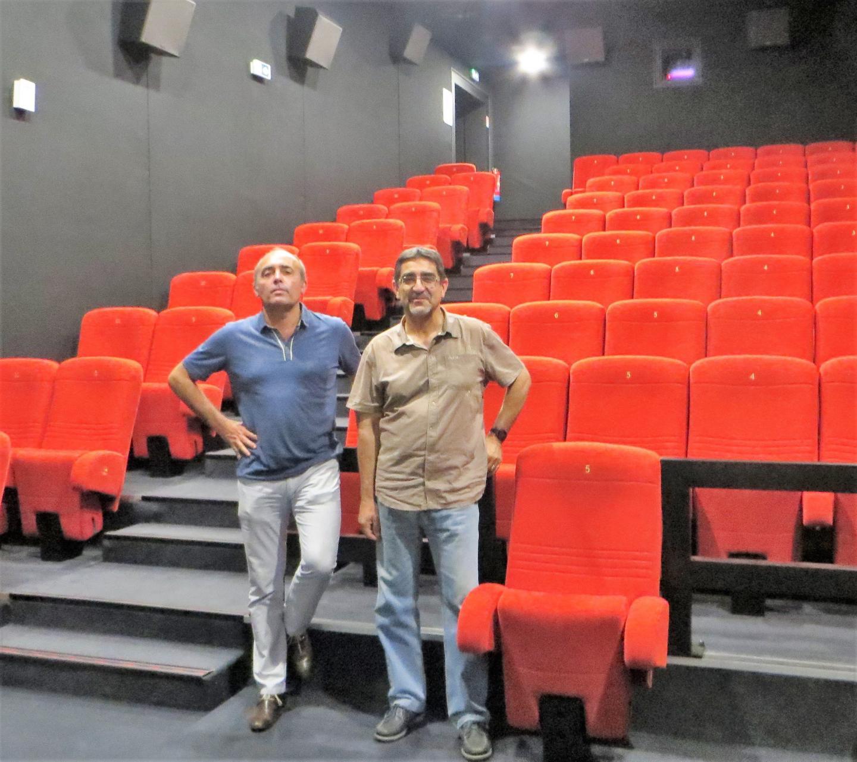 Jean-Jacques Melaine, de la direction des finances du cannet et Alain Armando, responsable des cinémas et médiathèques sont les maîtres d'œuvre de cette mise en place.