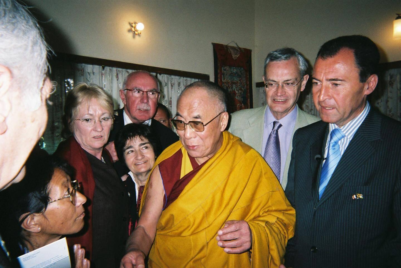 Avec le Dalaï-lama : « L'un des plus grands moments de ma vie de député a été quand j'ai réussi à le faire recevoir par Jean-Louis Debré à l'hôtel de Lassay ».