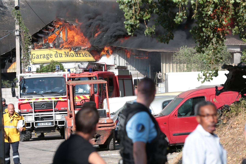 Le garage du Mouriez  dévasté par les flammes.