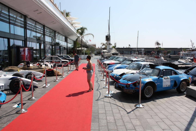 Le quai Louis II s'était transformé en showroom pour voitures de course.